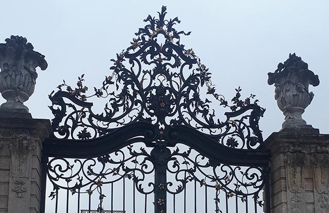 Kovácsoltvas kapu Eszterházy kastély