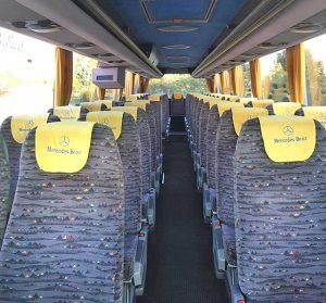 A busz belseje - elölről fényképezve